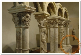 Le Musée du Cloître et ses statues colonnes